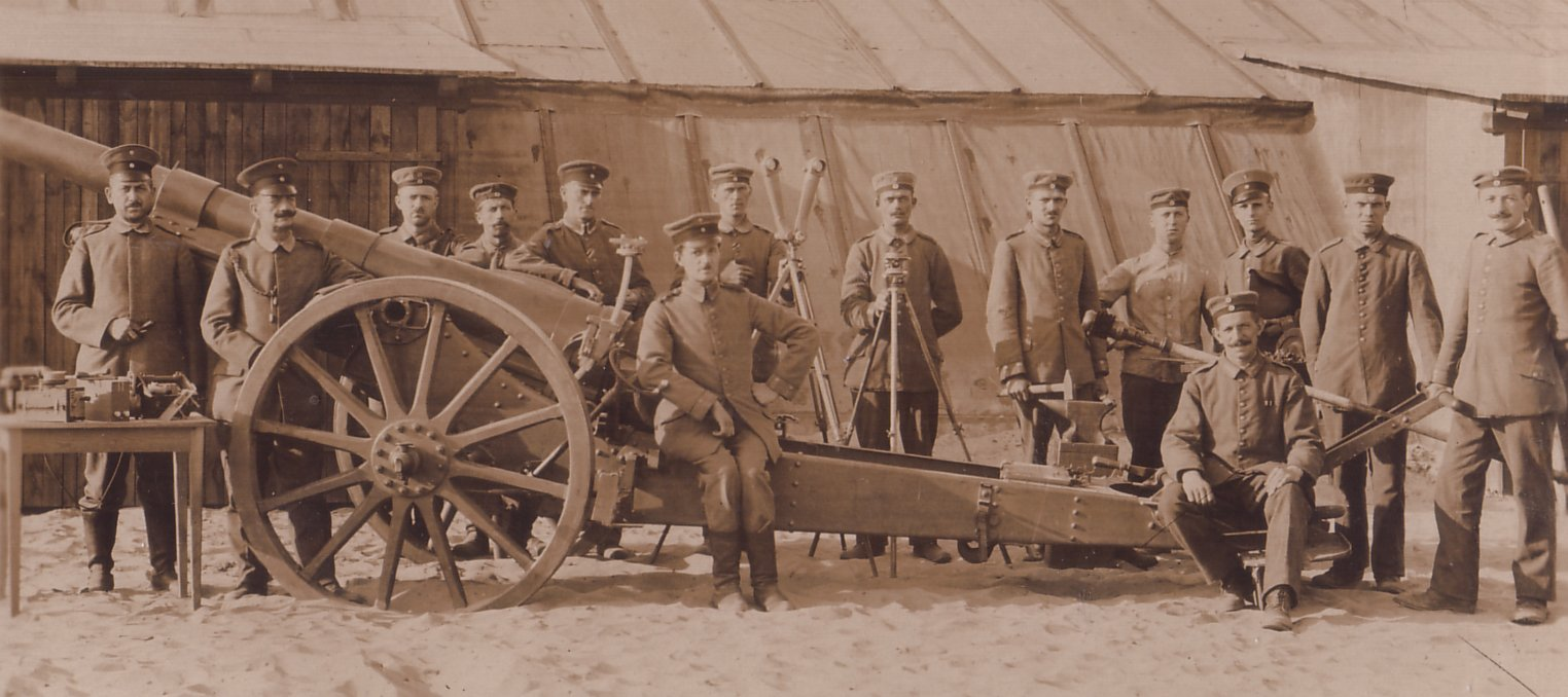 10cm. Kanone 1904 with crew and related equipment
